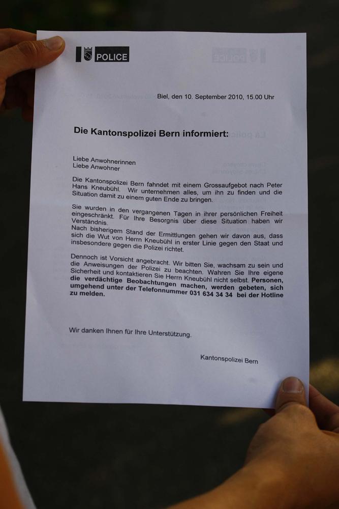 FOTO: PETER GERBER, 10.09.2010, Biel (BE):Das Flugblatt der Polizei