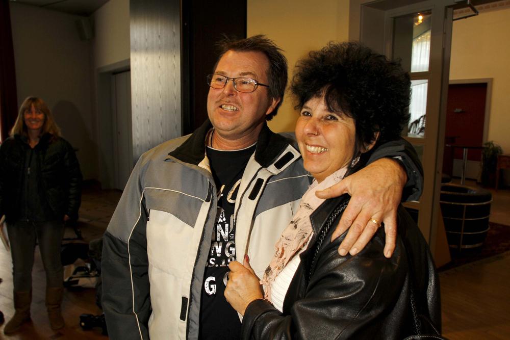 FOTO: PETER GERBER, 09.12.2010, BIEL BE:HABEN DAS KNEUBUEHL HAUS FUER 405 000.-- FRANKEN ERSTEIGERT: ALBERT GLAUS (54) UND SEINE LEBENSPARTNERIN ROMY BUNDELI (51) AUS PORT IN BIEL